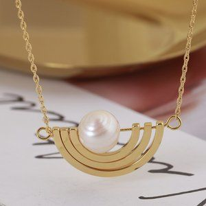 Tory Burch Creative Semicircle Pearl Necklace